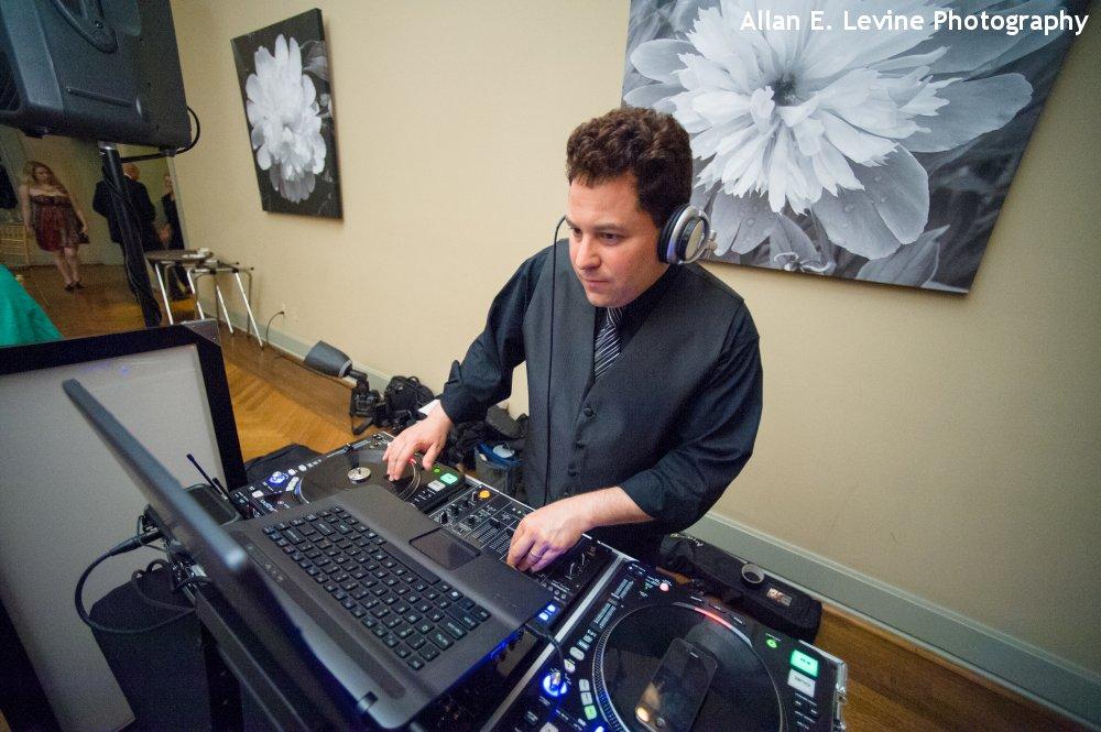 Hudson Valley Wedding DJ Bri Swatek Locust Grove Allan E Levine Photography 1000