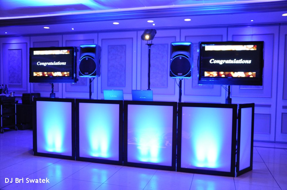 Hudson Valley Wedding DJ Bri Swatek Spinning with Style TV Set Up Villa Borghese